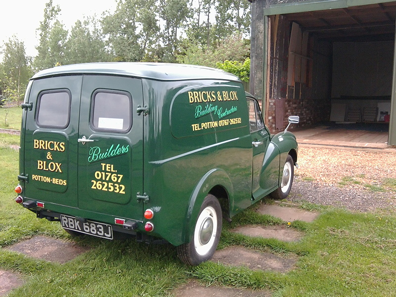 Bricks and Blox: Morris Minor Van